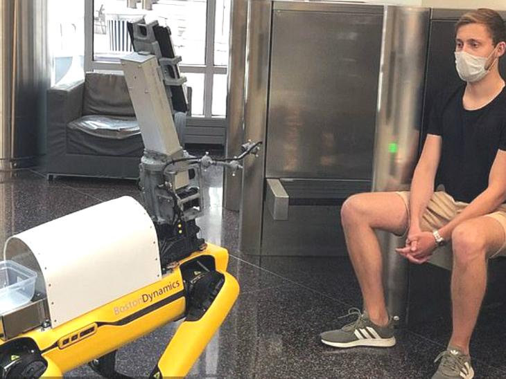 4 पैरों वाला रोबोट 6 फीट दूर से कोरोना पीड़ित की जांच करता है, यह मरीज का टेम्प्रेचर, पल्स रेट और ब्लड में ऑक्सीजन का लेवल पता लगाता है|लाइफ & साइंस,Happy Life - Dainik Bhaskar