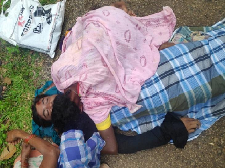 घटना के बाद से आसपास गांव के ग्रामीणों का गुस्सा नक्सलियों पर फूट पड़ा है। सभी ग्रामीण थाने पहुंच गए हैं और नक्सलियों के खिलाफ कार्रवाई की मांग कर रहे हैं। वहीं दोनों युवकों के शवों को भी थाने लाया जा रहा है।