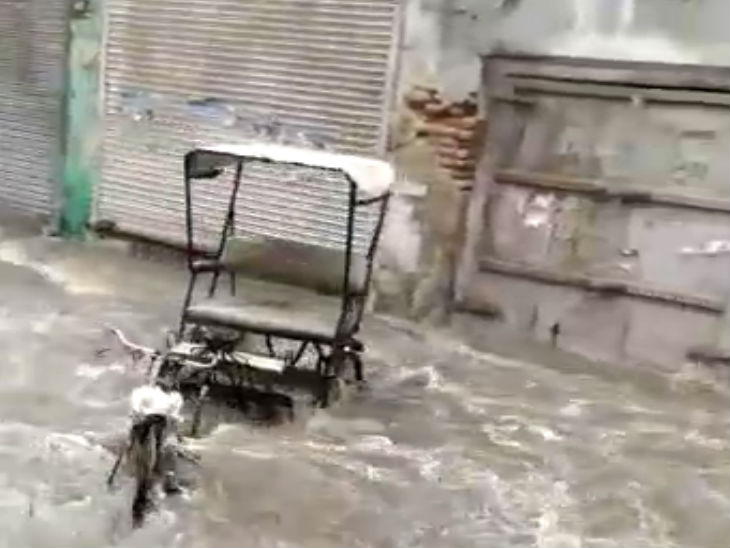 Rickshaw drifted in the flow of water.