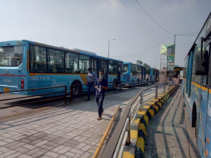 देवास नाका से सुबह 20 बसों का संचालन शुरू हुआ।