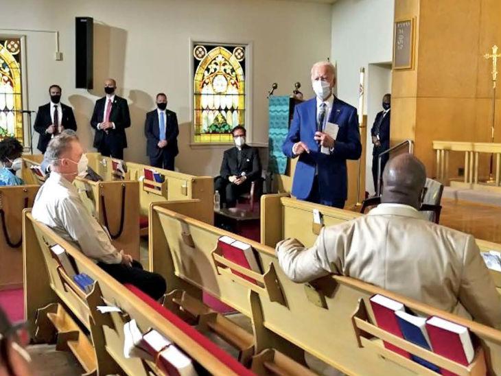 विस्कॉन्सिन के ग्रेस लुथरान चर्च में अश्वेत समुदाय के लोगों से बात करते डेमोक्रेट कैंडिडेट जो बाइडेन।