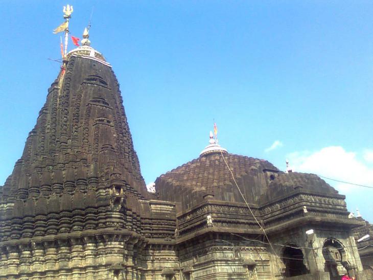 ज्योतिर्लिंग त्र्यंबकेश्वर मंदिर आम भक्तों के लिए अभी बंद है।