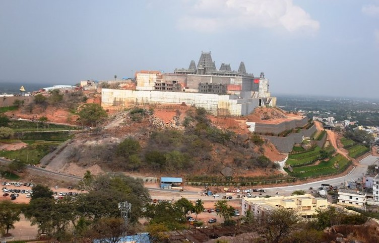 The Yadadri temple is present on the hill. The tall gopura (gate) of the temple can be seen from far away.