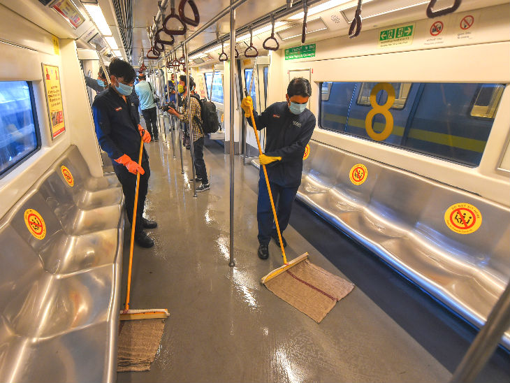 This photo is from Khyber Pass Yard of Delhi. On Sunday, the metro trains were cleaned and sanitized.