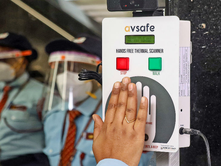 This photo is of the metro station of Bengaluru. Here, hands free thermal scanners have been installed to check people.
