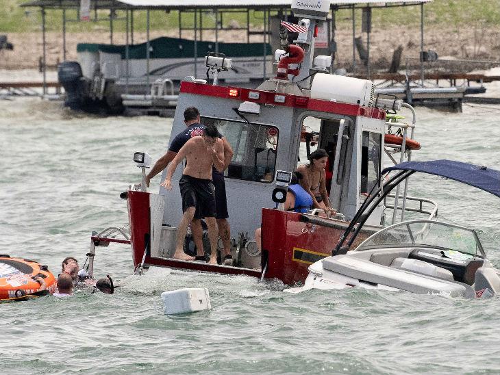 रेस्क्यू टीम ने बताया कि पानी में बहुत तेज लहरें उठ रहीं थीं। इससे बचाव कार्य में परेशानी हुई। शुरुआत में पता भी नहीं था कि कितने लोग डूबे हैं।