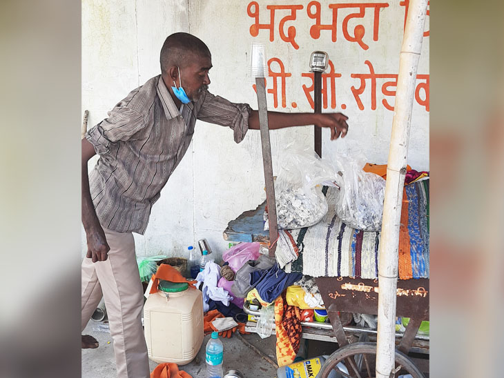 Pradeep is also handling the bones. They place bones in the bags by marking them, so that the correct bag is found by the right person.