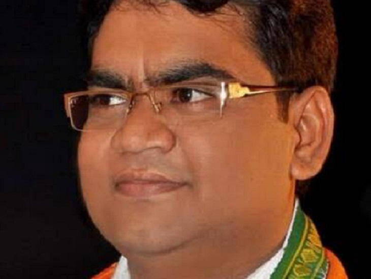बेमेतरा के नवागढ़ से विधायक और संसदीय सचिव गुरुदयाल सिंह बंजारे और उनके परिवार के सदस्य कोरोना पॉजिटिव मिले। वहीं, चार पीएसओ भी संक्रमित हुए हैं।