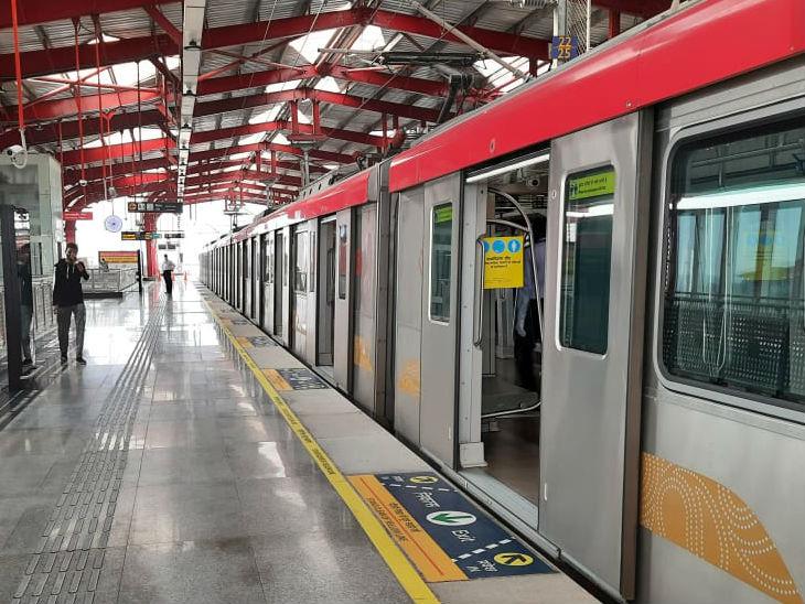 मुंशी पुलिया स्टेशन पर यात्री नहीं दिखे। सुबह 6 बजे से पहली मेट्रो चली। 21 स्टेशनों के बीच 16 ट्रेनें शुरू की गईं।