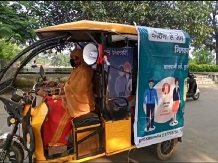 सामाजिक संगठनों के साथ मिलकर स्मार्ट सिटी शहर में गर्म पानी और काढ़े का वितरण करवा रहा है। ई-रिक्शे के जरिए 2-2 घंटे सुबह-शाम बांटा जा रहा है।