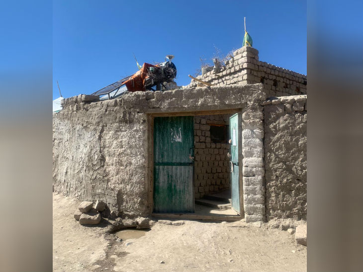 शहीद नीमा तेनजिन का घर। कुछ दिन पहले लद्दाख में एलएसी के पास माइन ब्लास्ट में तेनजिन शहीद हो गए।