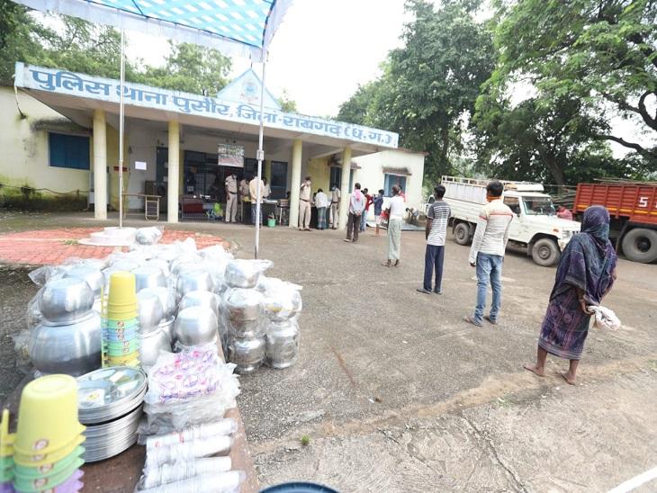 फोटो रायगढ़ की है। यह लाइन थाने में शिकायत करने नहीं बल्कि राहत सामग्री लेने के लिए लगी है। पुलिस ने लोगों तक जरुरत का हर सामान पहुंचाने की कामयाब कोशिश की है।