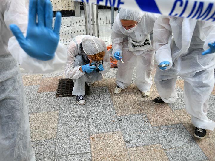 लंदन में प्रदर्शन के दौरान मंगलवार को मास्क लगाए नजर आए पर्यावरण कार्यकर्ता।