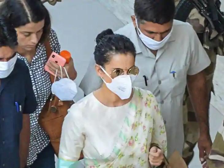 एक्ट्रेस अपनी बहन के साथ चंडीगढ़ के मोहाली एयरपोर्ट पर।