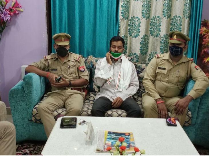 कांग्रेस अल्पसंखयक विभाग लखनऊ के जिला चेयरमैन मोहम्मद तौहीद नजमी को उनके आवास पर पुलिस ने किया नजरबंद।