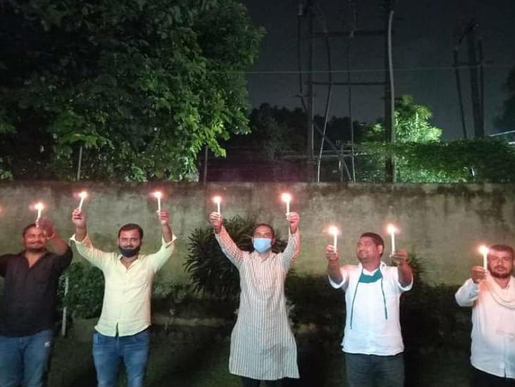 सपा एमएलसी सुनील सिंह साजन ने लखनऊ में जलाए मोमबत्ती।