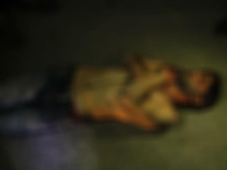 कुछ दिन पहले लोगों ने एक ड्रग पैडलर को मार दिया था। कश्मीर में अफगानिस्तान के रास्ते पाकिस्तान से हेरोइन आती है।