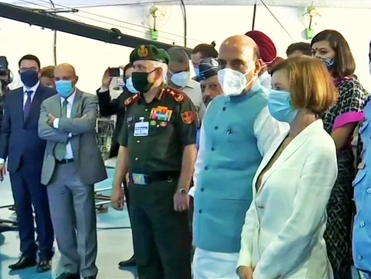 रक्षा मंत्री राजनाथ सिंह और फ्रांस की डिफेंस मिनिस्टर फ्लोरेंस पार्ले।
