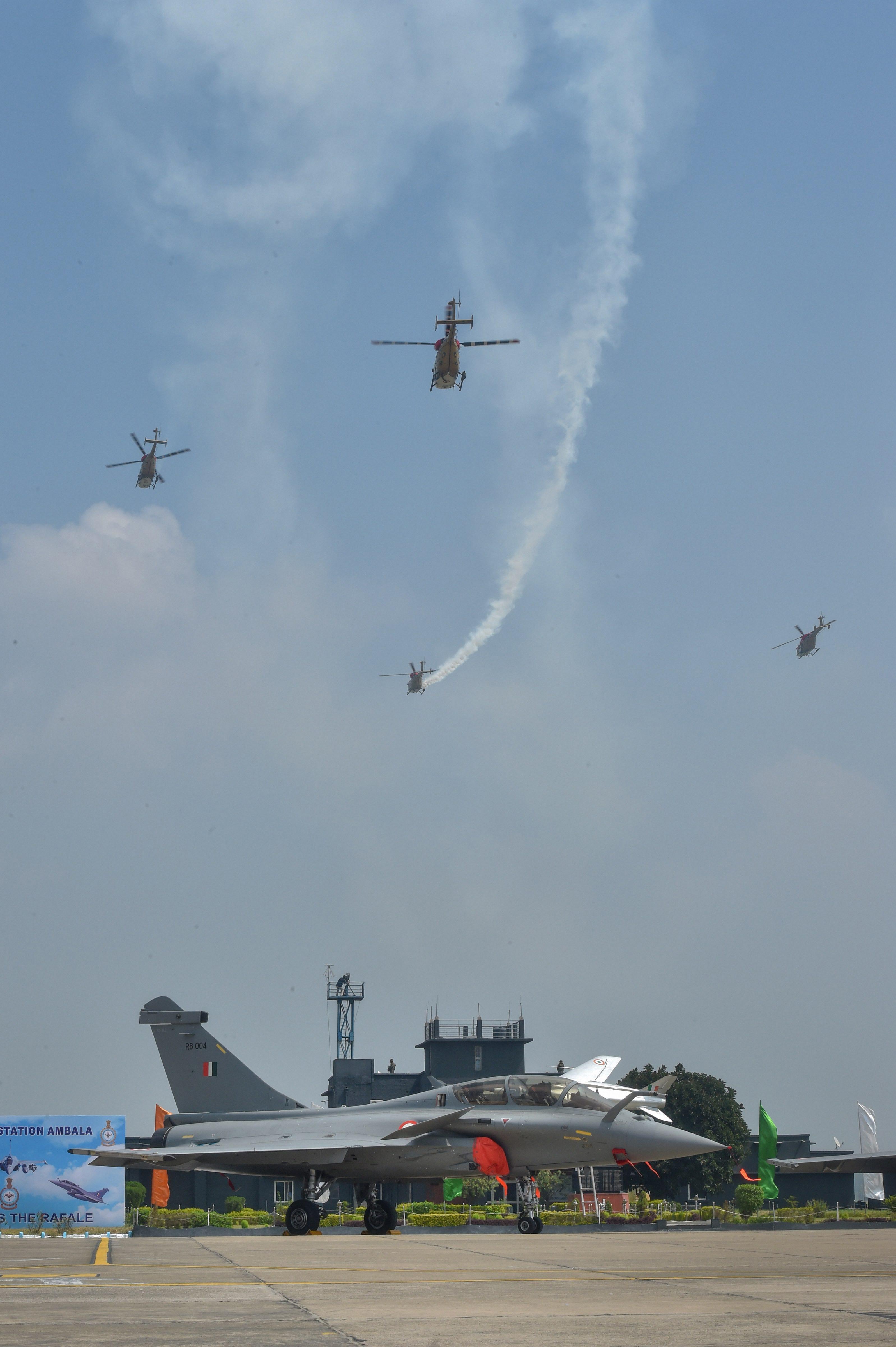 एयरफोर्स के सारंग हेलिकॉप्टर्स ने भी परफॉर्म किया।