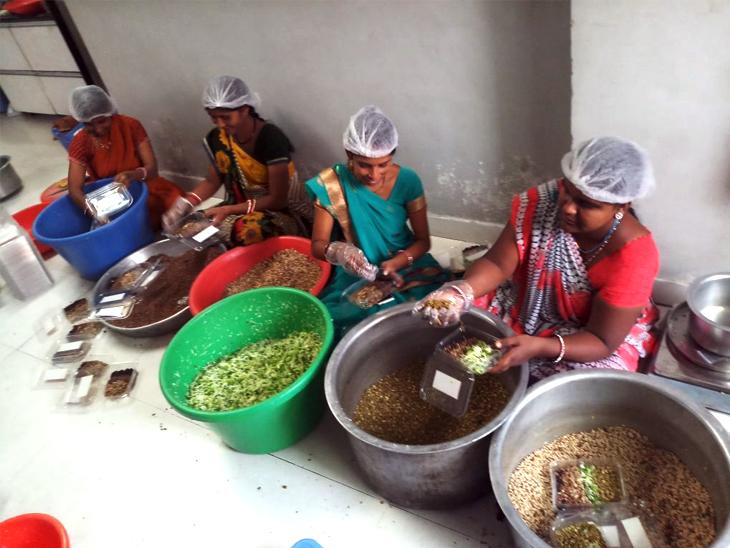 अब मेघा ने 19 लोगोंं को रोजगार दे रखा है। महिलाएं चॉपिंग करती हैं, पुरुष डिलीवरी करते हैं। हालांकि, लॉकडाउन में सब बंद रहा।