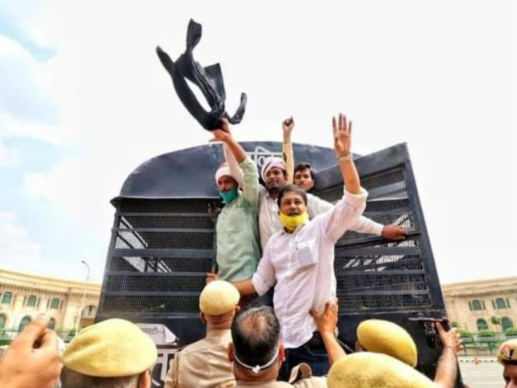 कांग्रेस के महानगर कार्यकर्ताओं ने किया प्रदर्शन