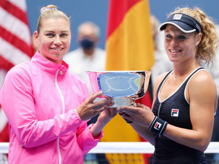 वेरा ज्वोनारेवा (बाएं) ने अपनी जर्मन पार्टनर लॉरा सैगमंड के साथ डबल्स खिताब जीता।