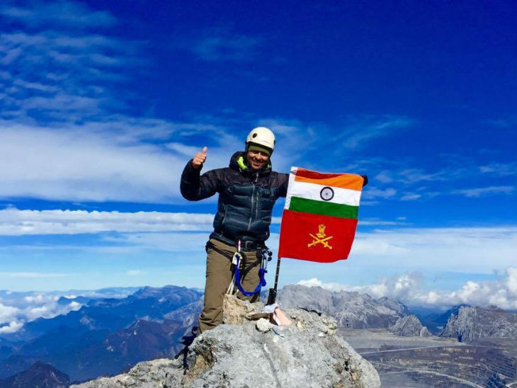 Colonel Jamwal lost his finger due to a frost bite while climbing Mount Mana in Uttarakhand in 2009. Then they were trapped in an icy storm at an altitude of 23 thousand feet for seven hours.