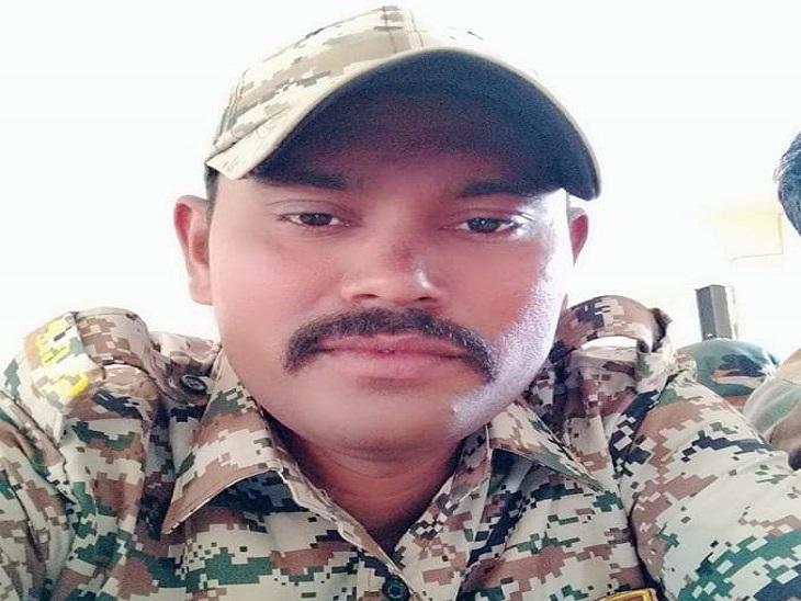 फोटो खुदकुशी करने वाले जवान की है। बीजापुर के जंंगल में इसकी लाश बरामद की गई है।