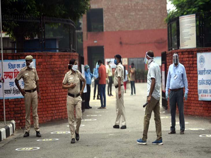 नीट एग्जाम को लेकर सेंटरों पर कड़ी सुरक्षा, पुलिस और शिक्षा विभाग के अधिकारी तैनात। चंडीगढ़ का सेंटर