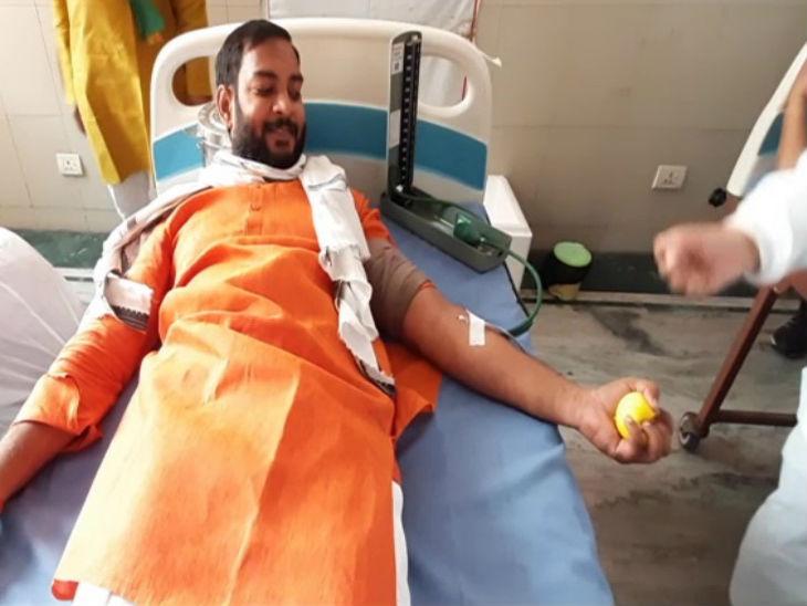 अलीगढ़ में भाजयुमो कार्यकर्ताओं ने रक्तदान किया।