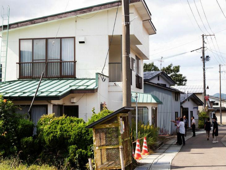 अकिता राज्य के युजावा कस्बे के इसी मकान में सुगा का बचपन बीता था।