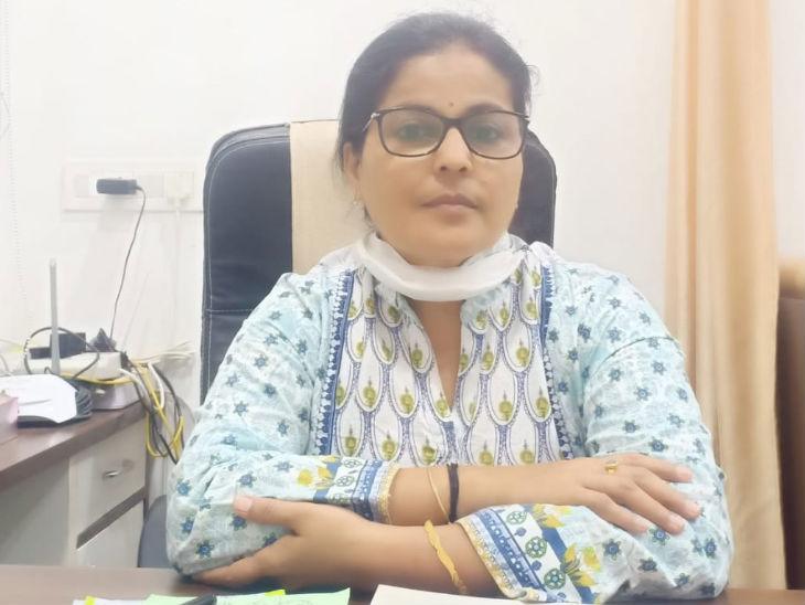 डॉ. ज्योति सिमलोट इंदौर के पीसी सेठी अस्पताल में महिला रोग विशेषज्ञ हैं।