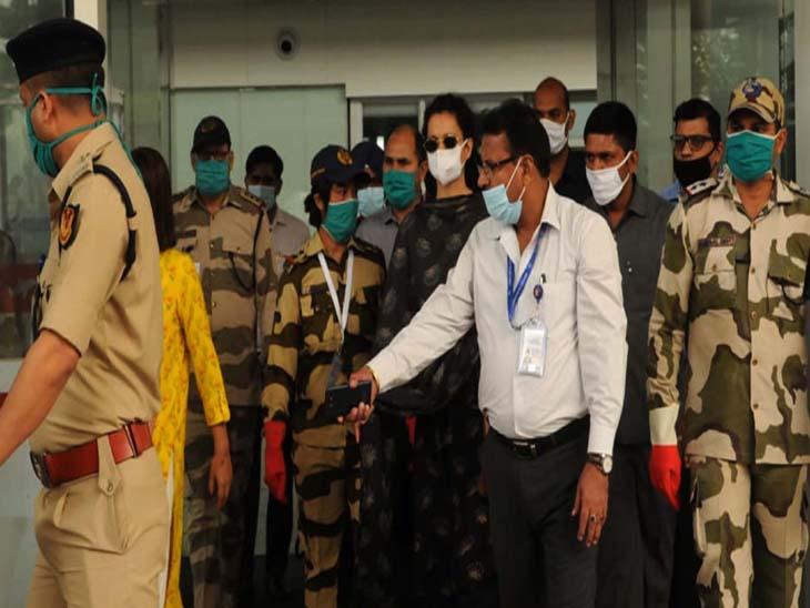 सोमवार सुबह भारी सुरक्षा में कंगना चंडीगढ़ एयरपोर्ट पर पहुंची थी