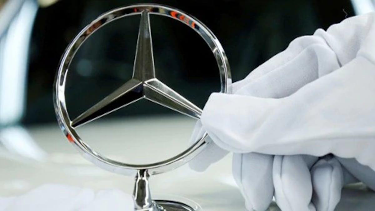 German Automaker Daimler AG And Subsidiary Mercedes-Benz USA To Pay Rs 16 Thousand Crores Settle Emissions Cheating Probes   प्रदूषण कानून मामले में मर्सडीज बेंज बनाने वाली कंपनी डाइमलर पर लगा 16 हजार करोड़ रु. का जुर्माना, वाहनों में प्रतिबंधित सॉफ्टवेयर लगाने का है आरोप