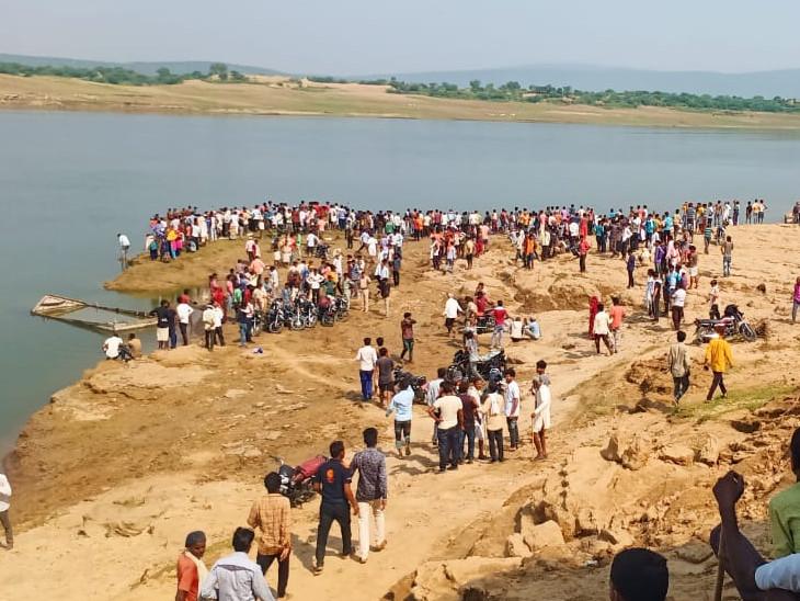 घटना की जानकारी मिलने पर बड़ी संख्या में ग्रामीण मौके पर पहुंचे।