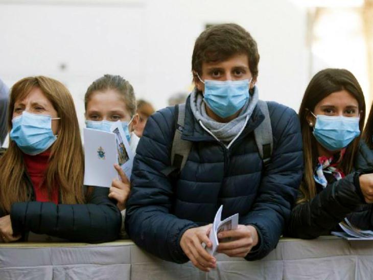 डब्ल्यूएचओ के मुताबिक, 20 साल से कम उम्र के लोगों में कोरोनावायरस का खतरा कम रहा। इस उम्र वाले युवाओं में मौत का प्रतिशत 0.2 रहा। (प्रतीकात्मक)