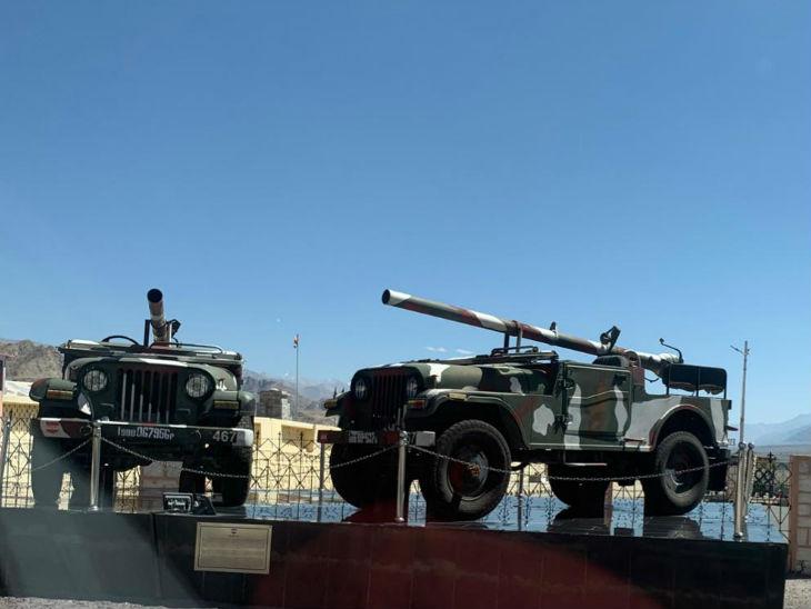 लद्दाख में सेना की 14वीं कोर में 75 हजार सैनिक हैं। इस बार 35 हजार ज्यादा फोर्स को वहां भेजा गया है। सेना ने हाल ही में अपनी तीन डिविजन, टैंक स्क्वॉड्रन और आर्टिलरी, लद्दाख सेक्टर में शिफ्ट की है।