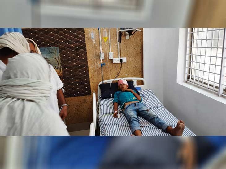 अस्पताल में भर्ती घायल अंकित।