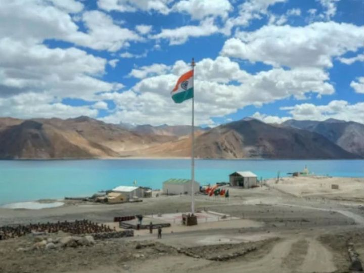 According to army sources, the disputed area of ​​southern Pangong is completely occupied by India. Army is present at many peaks here.