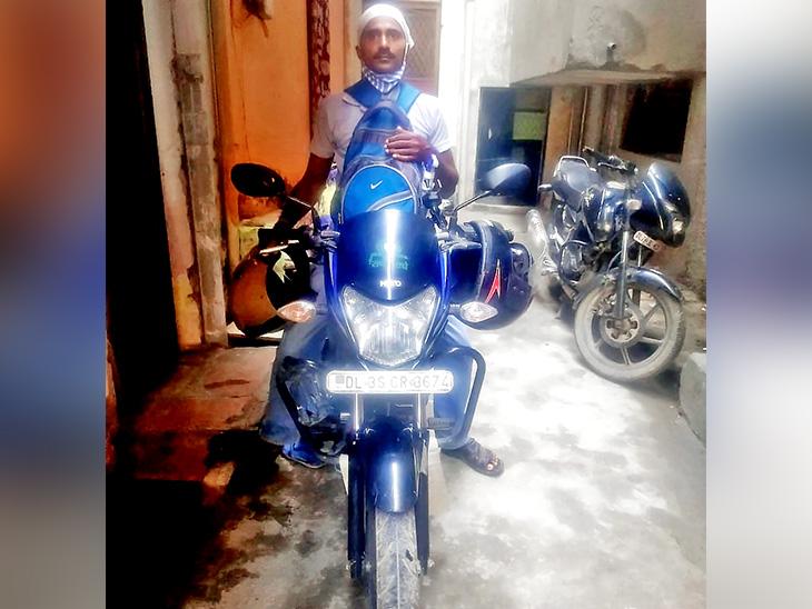 ड्राइविंग छूट गई तो अब राधे गोविंद ठाकुर उबर में बाइक चला रहे हैं, ये काम अभी कुछ ही दिनों पहले शुरू हो पाया है।