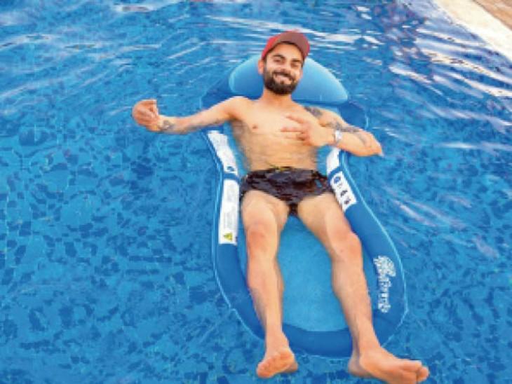 आरसीबी के कप्तान कोहली ने ट्रेनिंग के बाद रिकवरी के लिए स्वीमिंग पूल का रुख किया। यूएई में अभी काफी गर्मी होती है। इस समय यहां का तापमान 40-41 डिग्री तक पहुंच जाता है।