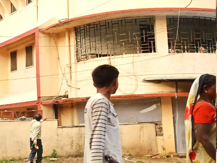 हमीदिया अस्पताल की पुरानी बिल्डिंग, जहां पर कोविड वार्ड बनाया गया है और यहां पर मरीजों को भर्ती किया गया है।