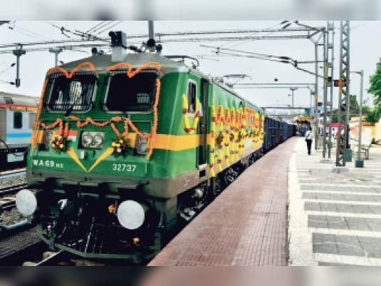 अब दिल्ली से हावड़ा तक बगैर इंजन बदले चलेगी ट्रेन, नए विद्युतीकृत ट्रैक से कम होगी ट्रैफिक कॉस्ट