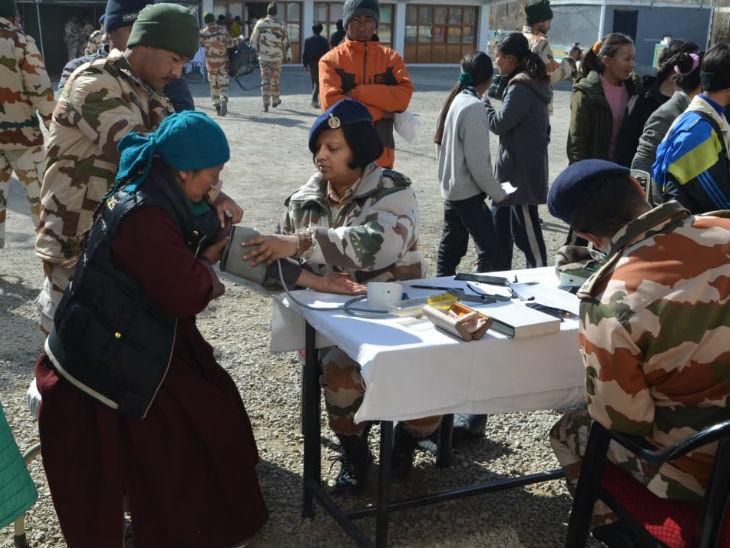 चीन से जारी तनाव को देखते हुए हाल ही में सैनिकों की देखभाल के लिए महिला अधिकारियों को बॉर्डर एरिया में तैनात किया गया है।