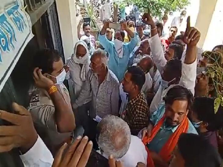 किसानों ने मांग पूरी नहीं होने पर उग्र आंदोलन की चेतावनी दी।