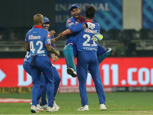 DC vs KXIP IPL Live Score: Latest Breaking News On IPL UAE 2020 2nd Match | Delhi Capitals (DC) vs Kings XI Punjab (KXIP) Live Cricket Score and Updates | पंजाब ने सिर्फ 3 रन का टारगेट देकर IPL में सुपर ओवर का सबसे छोटा स्कोर बनाया, मयंक के 89 रनों के बावजूद मैच टाई हुआ