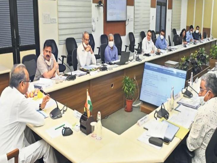 तय समय में हों भर्तियां, नियम आड़े आएं तो तुरंत संशोधन करें, मुख्यमंत्री गहलोत ने की विभिन्न विभागों की प्रक्रियाधीन भर्तियों की समीक्षा राजस्थान,Rajasthan - Dainik Bhaskar