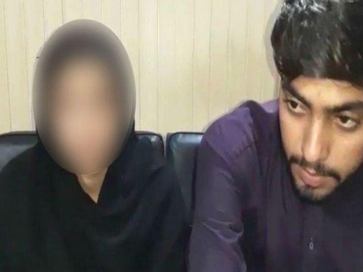 फोटो पिछले साल 26 अगस्त की है। तब ननकाना साहिब के गुरुद्वारा तंबू साहिब के मुख्य ग्रंथी की बेटी को अगवा किया गया था। बाद में यह फोटो सामने आया था। लड़की ने इस्लाम कबूल करने के बाद निकाह कर लिया था।