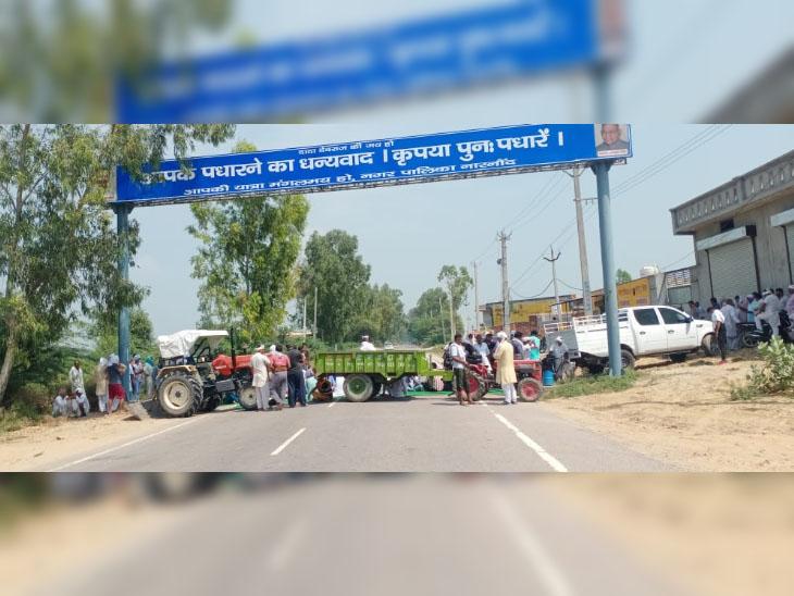 जींद जिले में नारनौंद के पास किसानों की तरफ से ट्रॉली अड़ाकर जाम किया रोड।