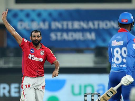 शमी ने पहली बार पावर-प्ले में एक से ज्यादा विकेट लिए।